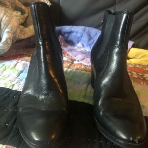 Anne Klein black leather and elastic booties 9 GW